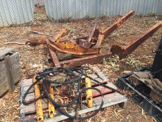 Loader to suit Massey 135/240
